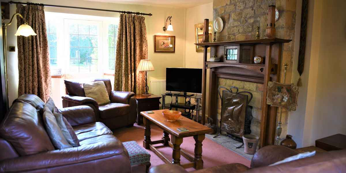 lower-mill-2-cotswolds-broadway--sitting-room3_1920x1080.jpg